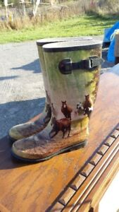 ADULT SIZE 9 RUBBER BOOTS HORSE DESIGN