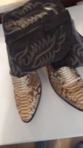 Size 11 wide Mens Snake skin boots