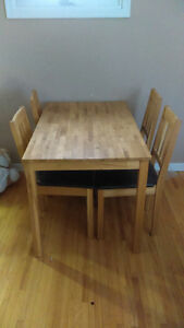 Dining Table set for sale!