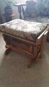 Solid wood rocking ottoman, very solid build , like new conditio