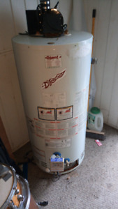 Hot water tank power vented