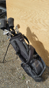 """DUNLOP ""REVELATION TOUR"" GOLF CLUBS WITH BAG."