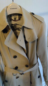 LIKE NEW AUTHENTIC BURBERRY CHELSEA TRENCH