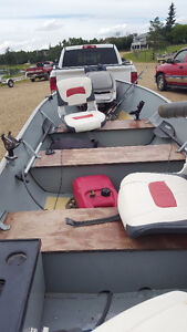 14 foot Lund w/ 15hp Evinrude fishing boat & trailer