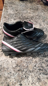 Youth girls size 3 Wilson cleats