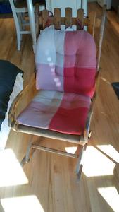 Belle chaise bercante antique a vendre