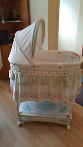 Swinging Gliding Bassinet For sale! Excellent Condition!