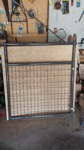3 Behlen Country 4' Heavy Duty Mesh Gates used