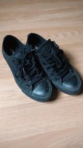 Converse shoes, unisex (women's size 6)