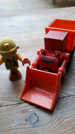 Bob the builder and Mucky brio figures