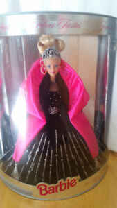 """Special Edition 1998 """"Happy Holidays"""" Barbie doll - new in box"""