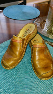 Leather slip on shoes gently used $10 size 39 fit like a size 8