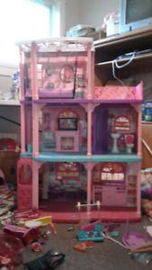 Barbie Dolls Dream House Comes With Furniture!