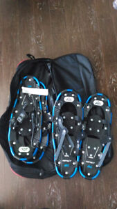 2 pairs of McKinley snowshoes + bag