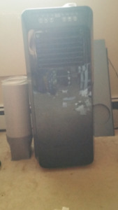 ROYAL SOVEREIGN PORTABLE AIR CONDITIONER 12,000 BUT 4 IN 1
