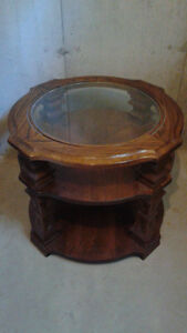 Coffee table with matching end table London Ontario image 3