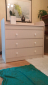 Baby change table and 3 drawer dresser