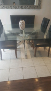 Structube Dinning Table and Chairs