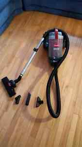 Selling an excellent condition Bissell Cleanview bagless vacuum