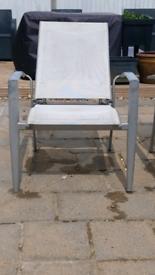 2 Reclining Garden Chairs in White.