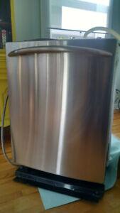 Lave-vaisselle GE en acier inoxydable/Stainless steel dishwasher