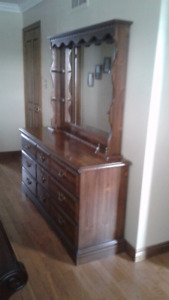 BEDROOM DRESSER, MIRROR & 2 NIGHT STANDS