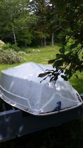8 foot pram style Rowing dinghy or sailboat