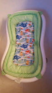 Baby bath tub with hammock/chair *excellent condition