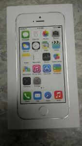 NEW Unlocked iPhone 5S 32 GB White