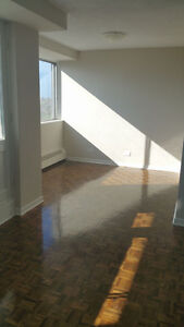 Renovated very big 3 1/2 with 1 month free. lease for 10 Months