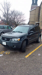 $1500 OBO 2005 Ford Escape 4×4 SUV, Crossover