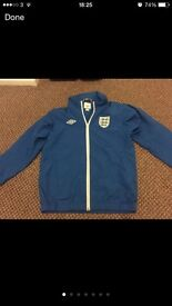 Boys England top size 146cm approx age 10-11