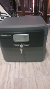 *final price drop*Sentry fire safe box
