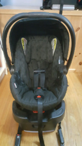 Britax B-Safe 35 infant carseat and base