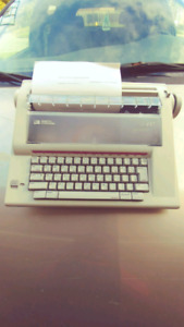 Smith Carona Typewriter DLX 100