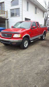 1999 Ford F-150 Camionnette 4x4 4.6lt tres bonne condition