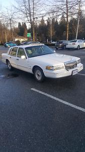 1996 Lincoln Town Car Sedan, Mint, Prestine  Low KM