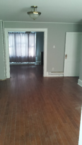 3-4 BDRM APT UPTOWN-WASHER/DRYER HOOKUP