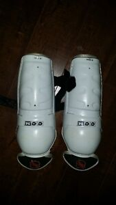 "CCM 9"" - 23 cm hockey shin guards"