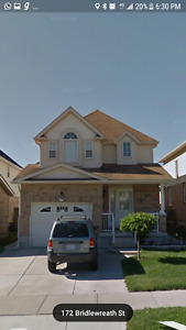 Beautiful 3 Bedrooom Single Detach House with Finished Basement.