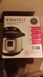 INSTAPOT  6-in-1 Multi-Use Electric Pressure Cooker  New in box