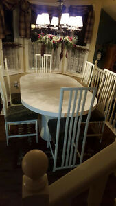 White Table with 6 chairs