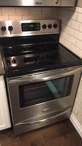 Like New Frigidaire Gallery Electric Stove  London Ontario image 1