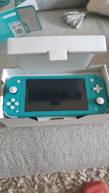 Nintendo switch lite Turquoise + Game and extras
