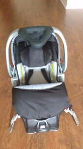 Hardly used Baby trend car seat and Bassinet for Infants