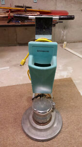 19 INCH CARPET AND FLOOR SCRUBBER