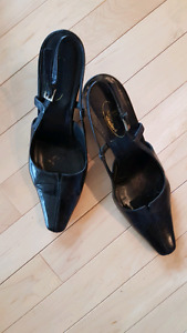 """Black leather """"Brown's"""" brand shoe.  size 9"""