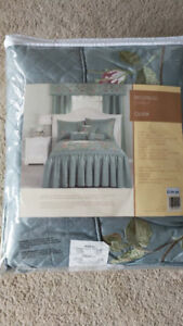 Bed cover and pillowcase new original price 159$
