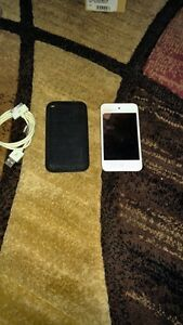 4TH GENERATION 8GB APPLE IPOD TOUCH INCLUDE CASE + CHARGER