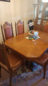 Classic Oak Dining Table with 6 Chairs!